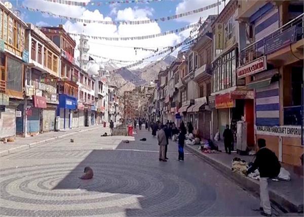 violation of lockdown rules in srinagar  50 shops sealed