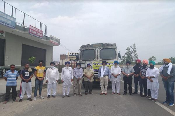 halqa incharge rasoolpur departs wheat truck for langars of sri darbar sahib