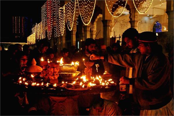 pakistan    s punjab govt decides to reopen shrines