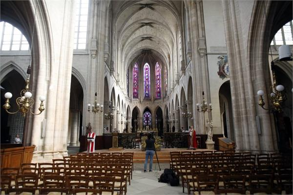 religious gatherings allowed in france after legislative challenge