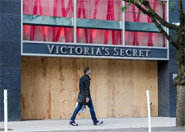 victoria s secret to close 250 u s  and canadian stores