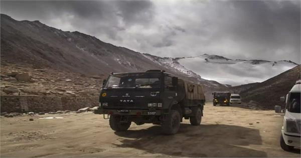 indo chinese troops bring weapons and tanks to their bases on the border