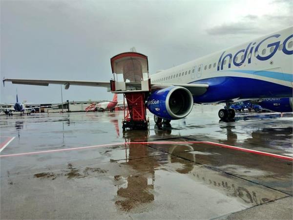 indigo plane crashes at mumbai airport