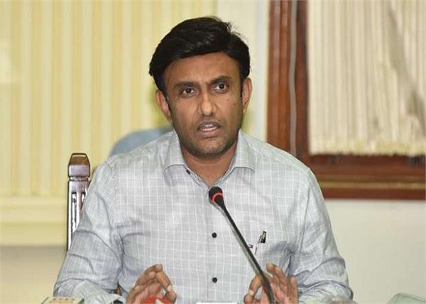 karnataka medical education minister wife daughter covid 19 positive