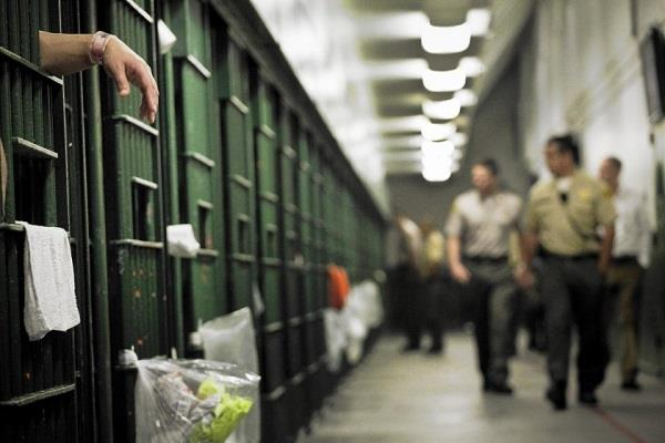 us  2 600 inmates in california jails corona