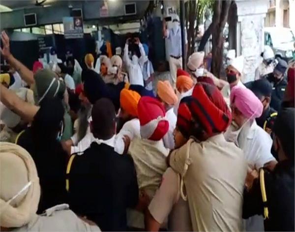 amritsar ghallughara day sikh organizations clash