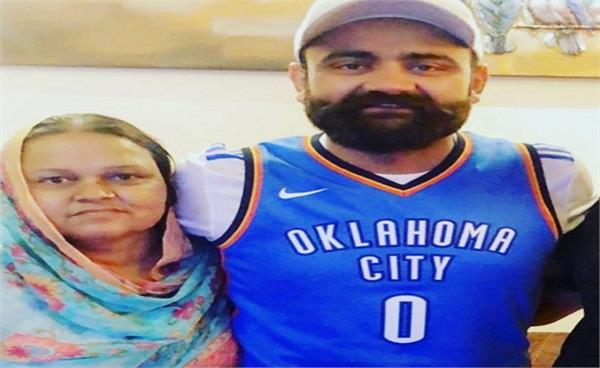 mourning among punjabi artists  mourning over the death of amrit  mother