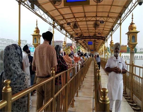 amritsar  sri harmandir sahib  sangat  darshan