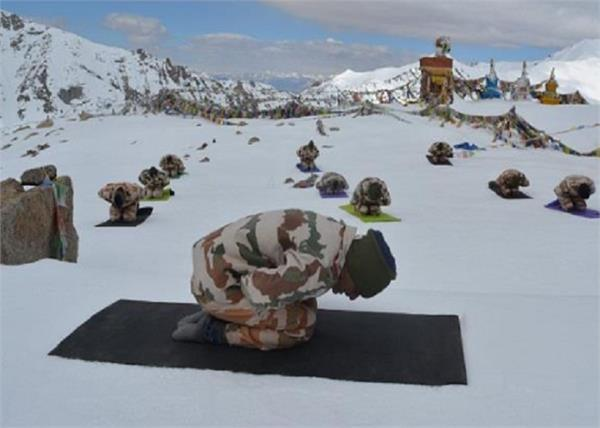 ladakh jawan cold international yoga day