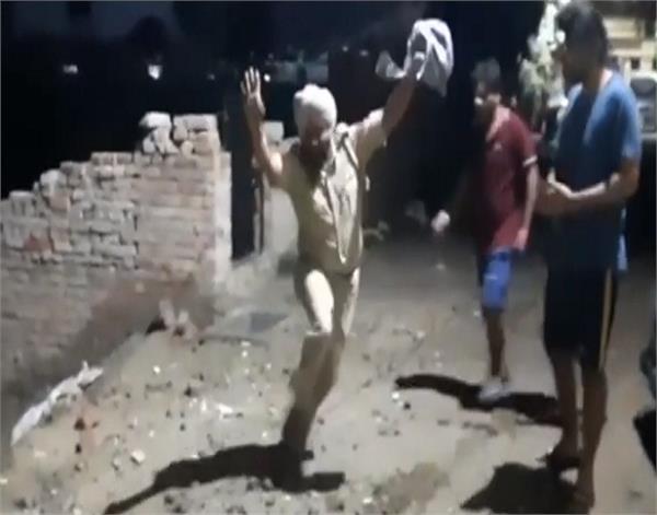 amritsar drunked asi dancs asi threat lady viral video punjab police