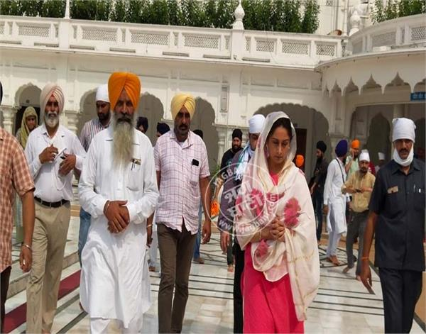 amritsar union minister harsimrat kaur badal golden temple