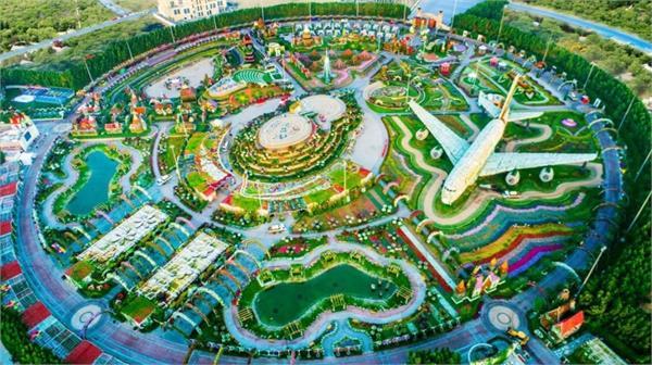 lifestyle tourism dubai natural flower gardens