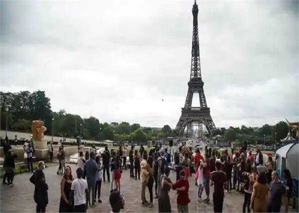 lifestyle  tourism  eiffel tower