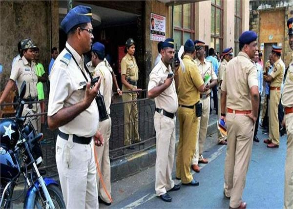 1 233 personnel of mumbai police recovered from covid 19