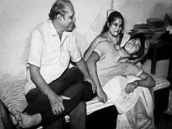 sachin shared an old photo with his parents