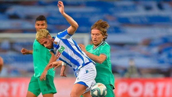 real madrid tops la liga after beating real sociedad
