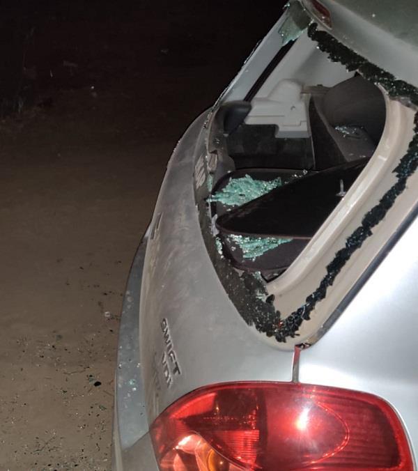 smugglers attack policemen  one injured