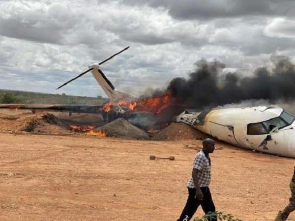 african union cargo plane carrying food  medicine crashes in central somalia