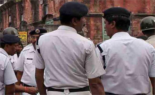 trinamool congress councillor shot at near kolkata