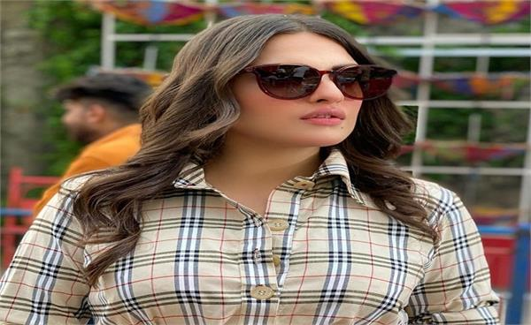 himanshi khurana shared an incident someone wrecked her car near chandigarh