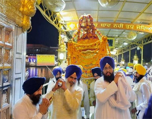 amritsar  sri harmandir sahib  darshan  sangat