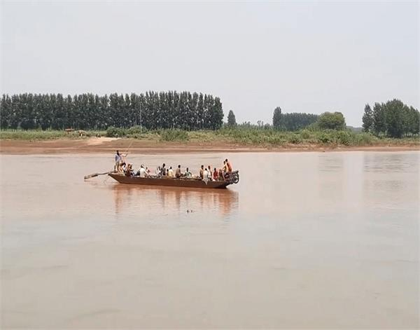gurdaspur  ravi river  village  boat