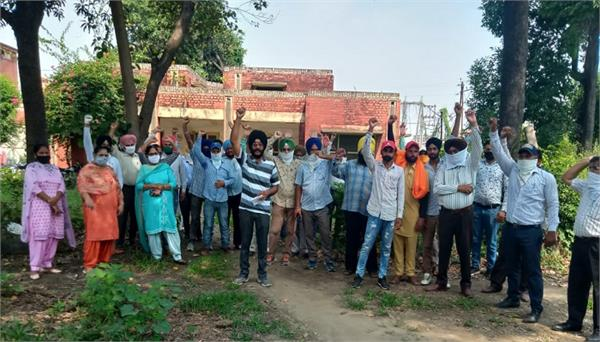 power workers protested against the government
