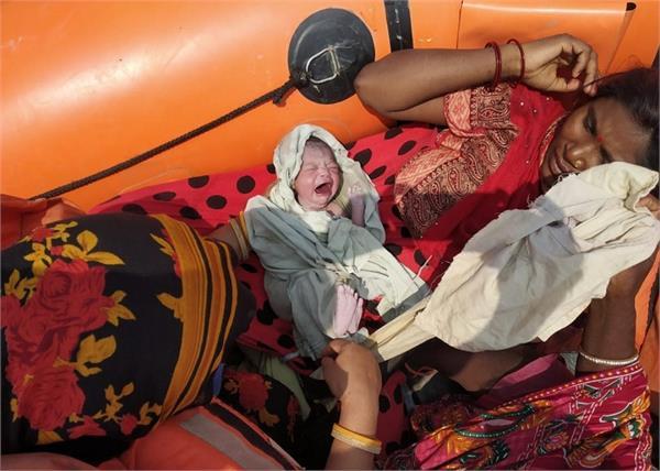 woman gave birth baby girl on a ndrf rescue boat in bihar