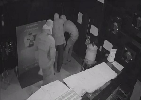 ppe kit thieves looted jewellery shop in maharashtra