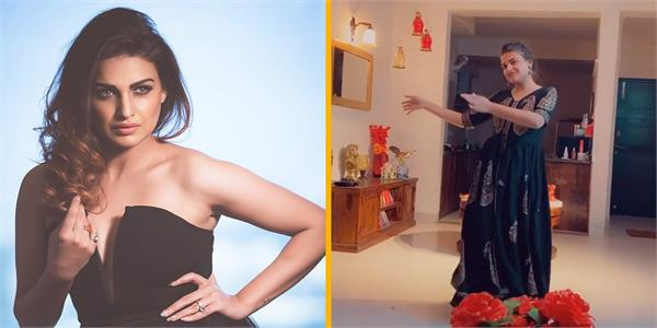 himanshi khurana giving such an expression while dancing  video viral