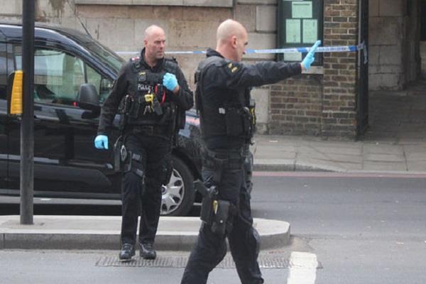 london  20 000 people  masks