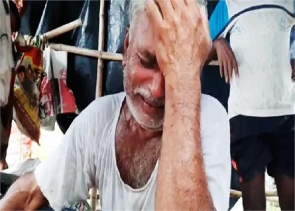 bihar floods helicopter wind elderly 25 thousand rupees