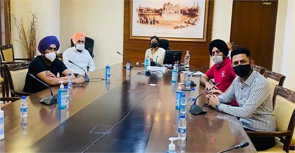 gippy ghuggi and bawa met punjab chief secretary vini mahajan