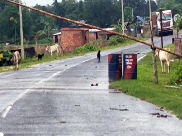 one injured after nepal police open fire on 3 indians at border