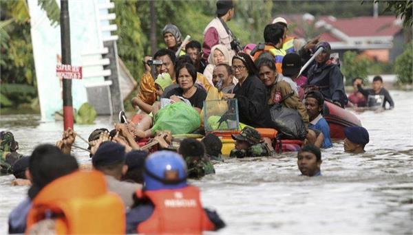flash flood kills 15 in indonesia  s south sulawesi province