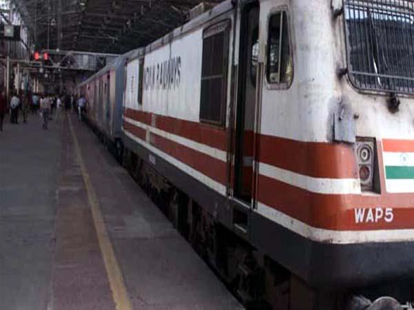 railways to allow private train operators to choose halt stations