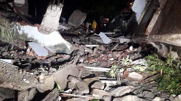 mumbai  a man trapped in a collapsed building in bandra