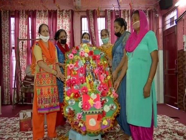women prepare 7 feet long eco friendly rakhi