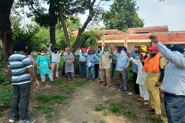 power workers protest against state government in tanda