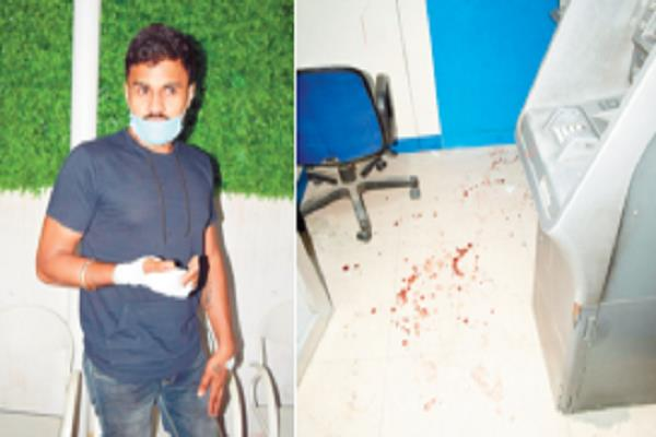 4 masked men attack youth in shastri market chowk and rob 101 500