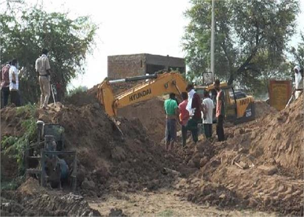 sirsa  two farmer swho landed in the sewer