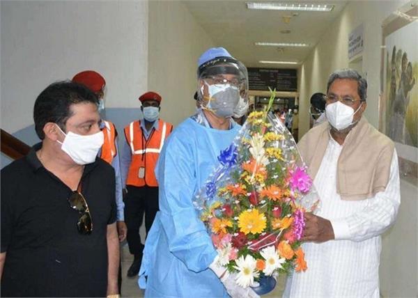 siddaramaiah covid 19 negative discharged hospital