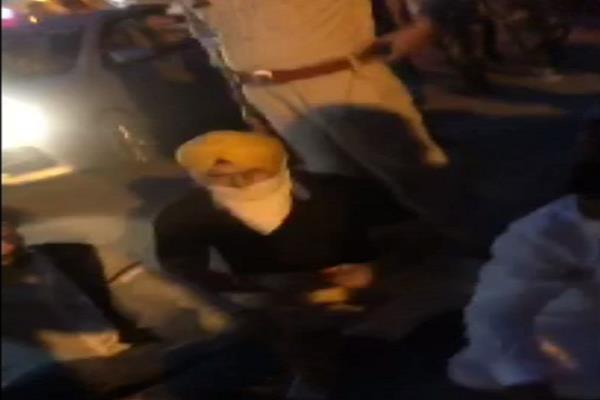 youth congress leaders besiege police team in jalandhar