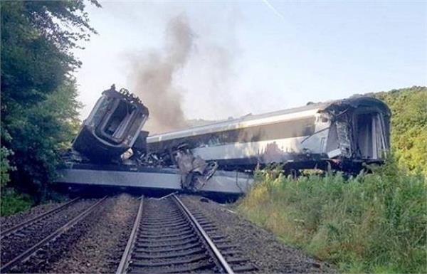 3 killed  6 injured as train derails in scotland