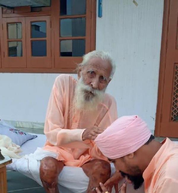 sant sureshra nand  passed away