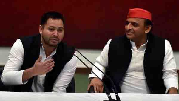 samajwadi party won t contest bihar assembly polls  will support rjd