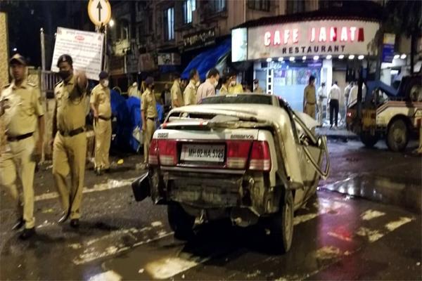 mumbai  a speeding car hit people  killing 4