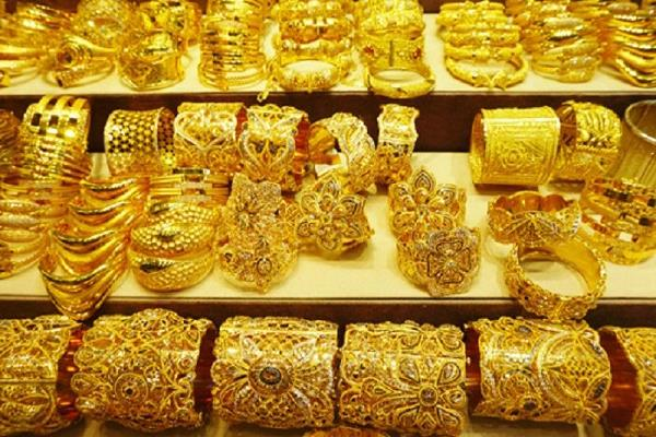 after rising for three days gold prices fell again today