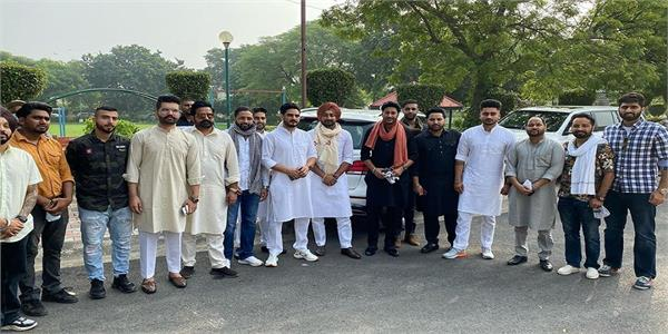 punjabi singers with farmers on protest