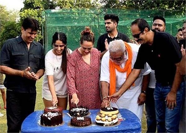 cricketer yuvraj singh 6 sixes 13 years wife hazel keech celebrate